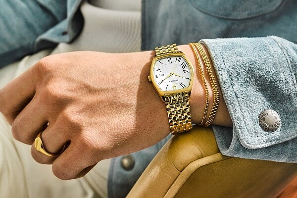 Seeing Gold Watch in Dream: What Dream About Gold Watch Means