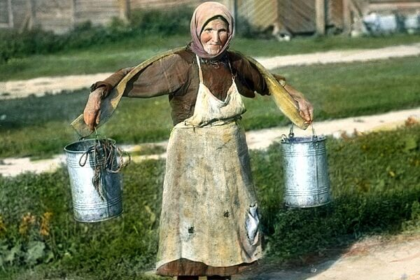 Carrying water in a bucket dream meaning: What does it mean?